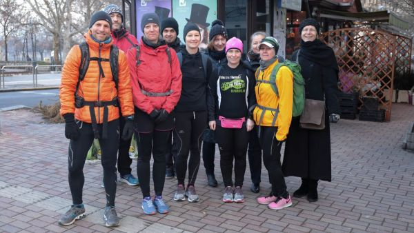 könyvelés Backpack Running - Futással a hajléktalanokért