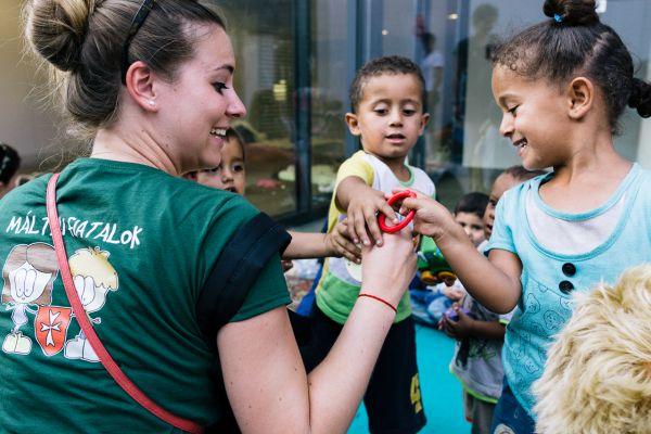 könyvelés A magyarok értékes dolognak tartják az önkéntes segítségnyújtást