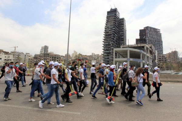 With brooms and shovels, Lebanese volunteers show the true spirit of Beirut