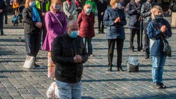 könyvelés Csehországban rekordszámú világi és egyházi önkéntes segít a járvány idején