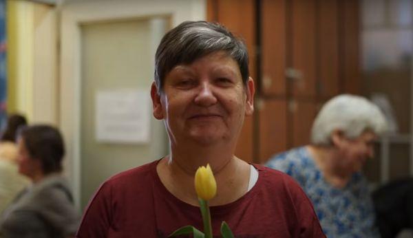 könyvelés Nőnapi meglepetés: önkéntesek szépítették meg az átmeneti szállón élő asszonyokat