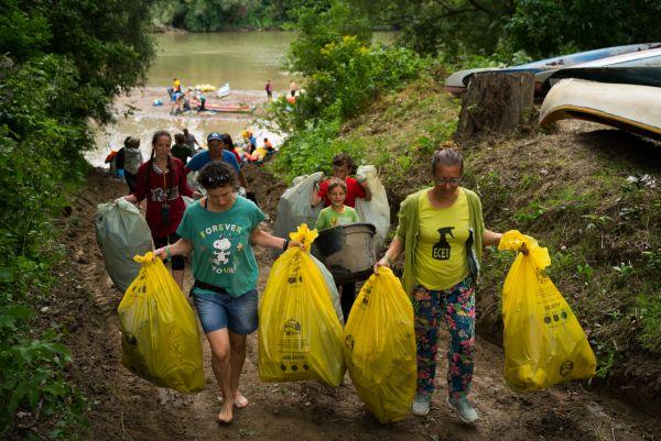 könyvelés Több mint 6 tonna hulladéktól szabadították meg önkéntesek a Tisza árterét